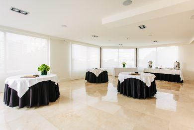 salón mesas decoradas hotel almirante