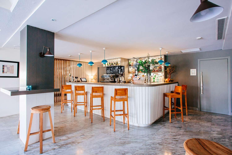 Barra interior cafetería Hotel Almirante