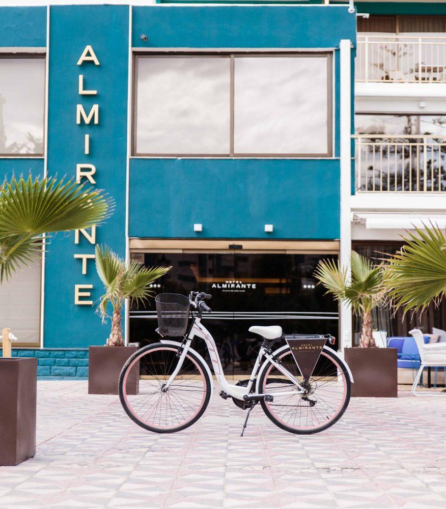 bici fachada hotel almirante